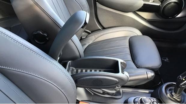 2021 MINI 5-door Cooper Exclusive (Grey) - Image: 28