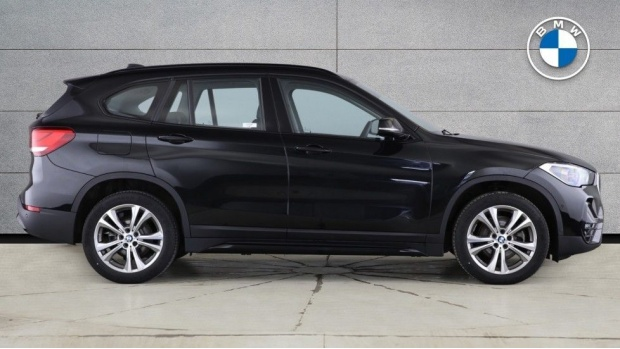 2020 BMW SDrive18i Sport (Black) - Image: 3