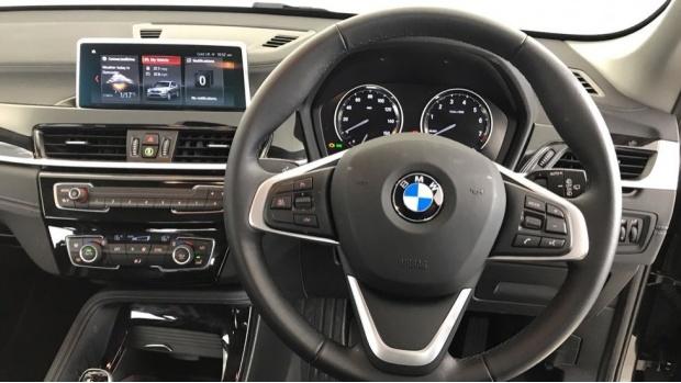 2020 BMW SDrive18i Sport (Black) - Image: 5