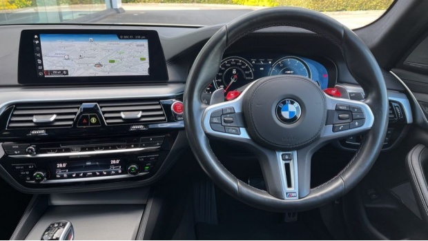 2018 BMW Saloon (White) - Image: 5