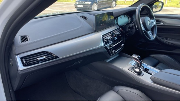 2018 BMW Saloon (White) - Image: 7