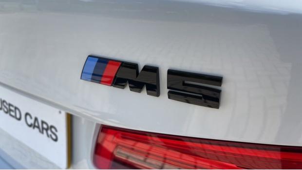 2018 BMW Saloon (White) - Image: 36