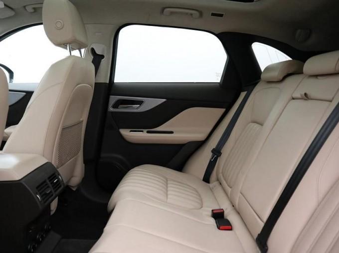2019 Jaguar Portfolio Auto 5-door (Blue) - Image: 4