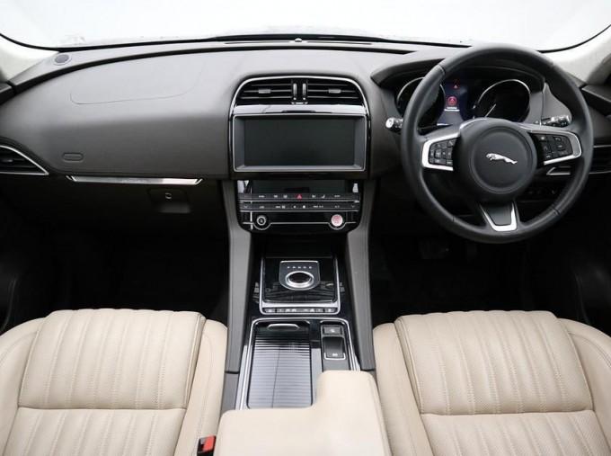 2019 Jaguar Portfolio Auto 5-door (Blue) - Image: 9