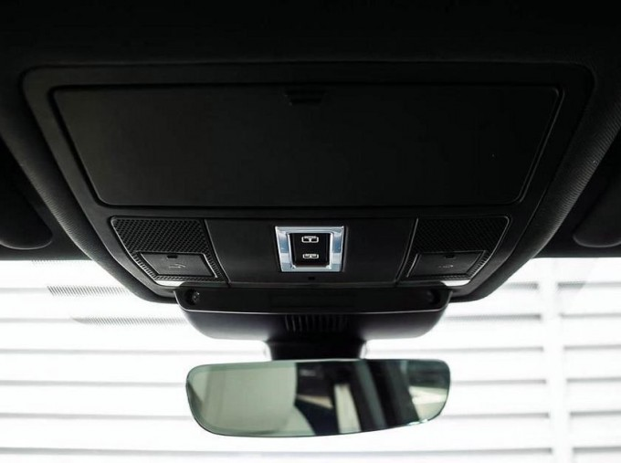 2019 Jaguar D240 R-Dynamic HSE Auto 5-door (Blue) - Image: 16