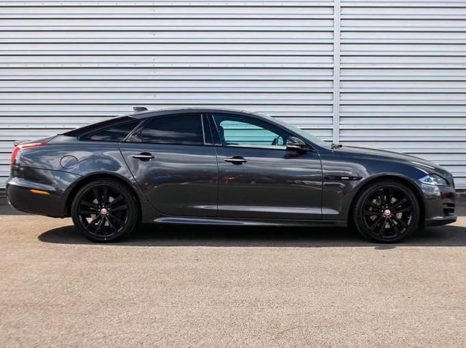 2017 Jaguar V6 R-Sport Auto 4-door (Grey) - Image: 5