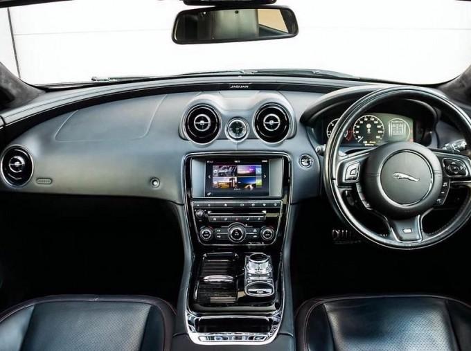 2017 Jaguar V6 R-Sport Auto 4-door (Grey) - Image: 9