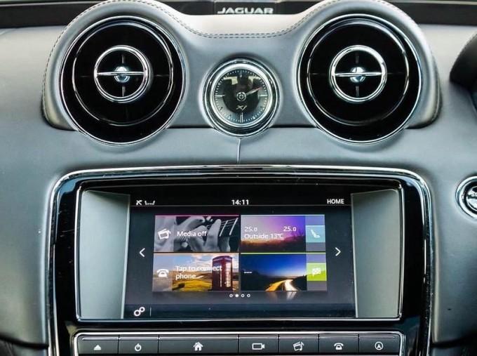 2017 Jaguar V6 R-Sport Auto 4-door (Grey) - Image: 11