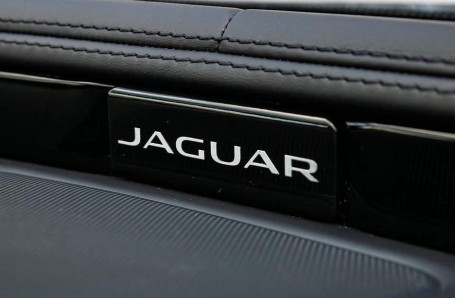 2017 Jaguar V6 R-Sport Auto 4-door (Grey) - Image: 19
