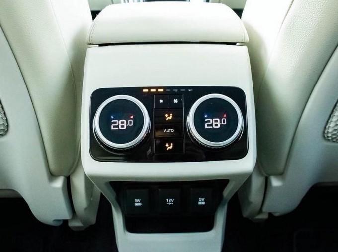 2019 Jaguar 90kWh SE Auto 4WD 5-door (Grey) - Image: 12