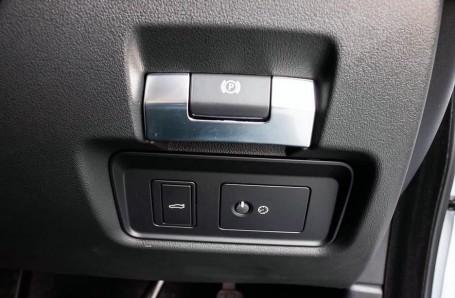 2020 Jaguar R-Dynamic S Auto 4-door (White) - Image: 15