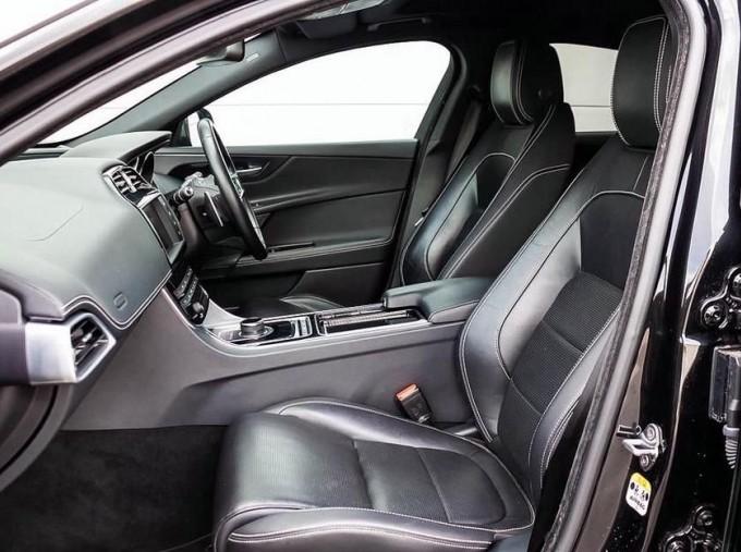 2017 Jaguar R-Sport Auto 4-door (Black) - Image: 3