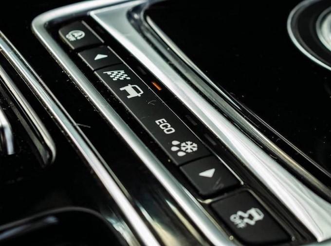 2017 Jaguar R-Sport Auto 4-door (Black) - Image: 13