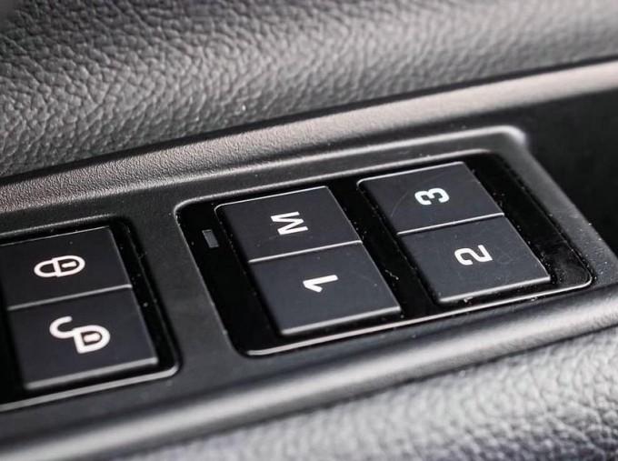 2017 Jaguar R-Sport Auto 4-door (Black) - Image: 16
