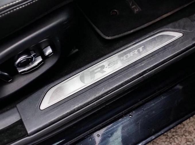 2017 Jaguar R-Sport Auto 4-door (Black) - Image: 19