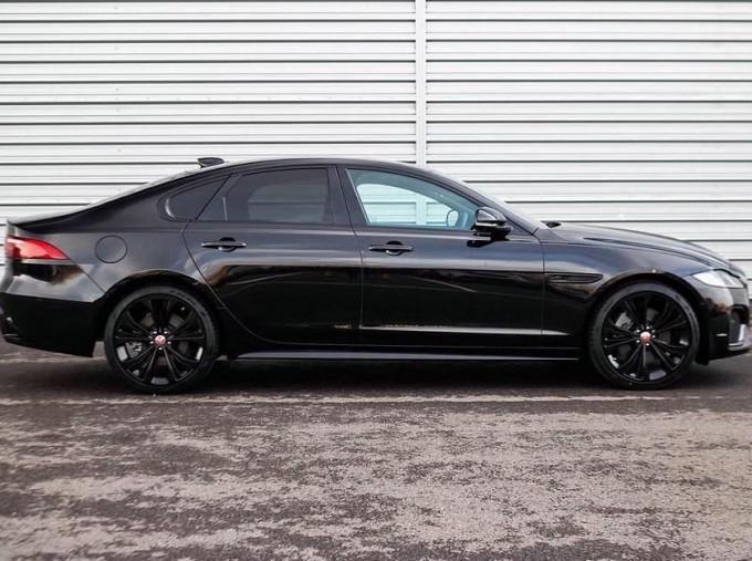 2020 Jaguar 2.0i R-Dynamic SE Auto 4-door (Black) - Image: 5
