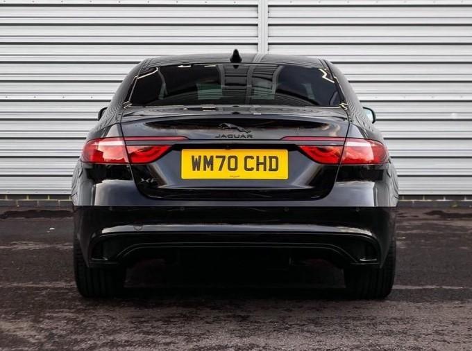2020 Jaguar 2.0i R-Dynamic SE Auto 4-door (Black) - Image: 6