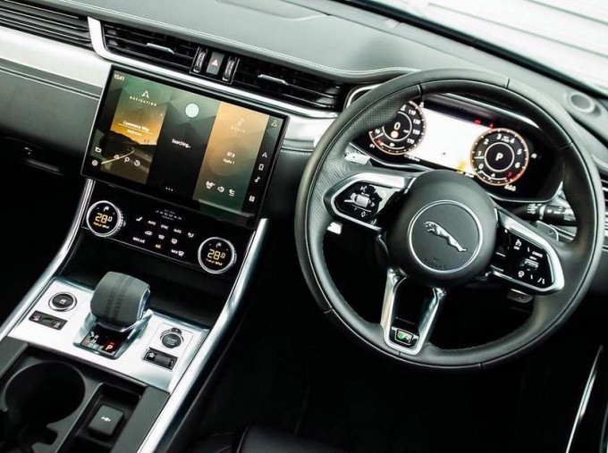 2020 Jaguar 2.0i R-Dynamic SE Auto 4-door (Black) - Image: 10
