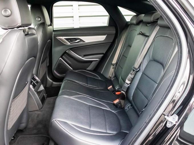 2020 Jaguar 2.0i R-Dynamic SE Auto 4-door (Black) - Image: 19