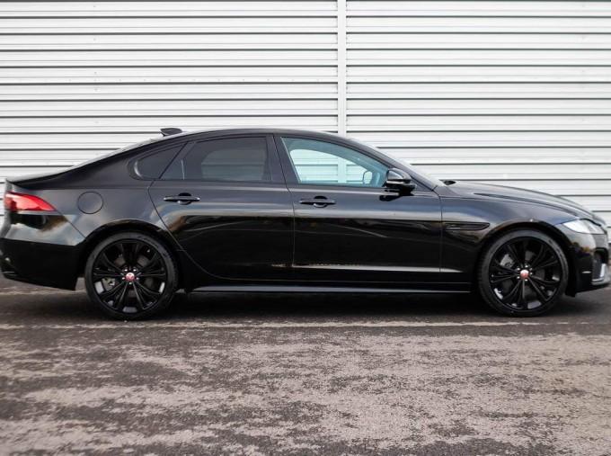 2020 Jaguar 2.0i R-Dynamic SE Auto 4-door (Black) - Image: 20