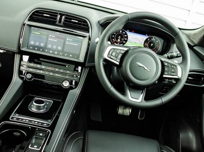 2020 Jaguar Chequered Flag Auto 5-door (White) - Image: 10
