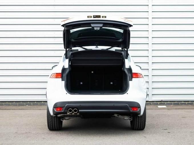 2020 Jaguar Chequered Flag Auto 5-door (White) - Image: 15
