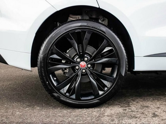 2020 Jaguar R-Sport Auto 5-door (White) - Image: 8
