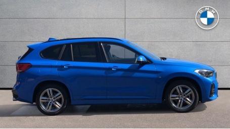 2021 BMW XDrive18d M Sport (Blue) - Image: 3
