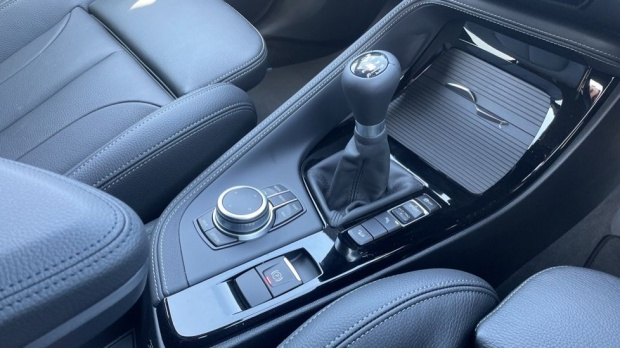 2021 BMW XDrive18d M Sport (Blue) - Image: 10