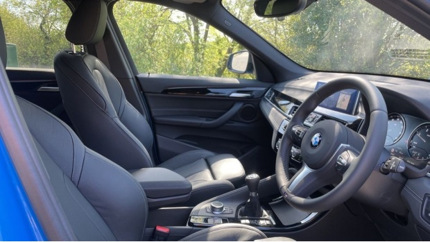 2021 BMW XDrive18d M Sport (Blue) - Image: 11