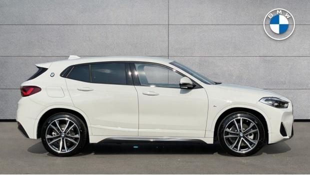 2021 BMW XDrive25e M Sport (White) - Image: 3