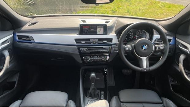 2021 BMW XDrive25e M Sport (White) - Image: 4