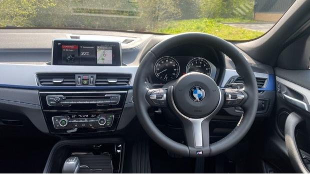 2021 BMW XDrive25e M Sport (White) - Image: 5