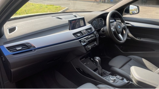 2021 BMW XDrive25e M Sport (White) - Image: 7