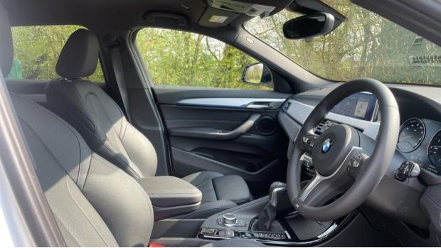 2021 BMW XDrive25e M Sport (White) - Image: 11