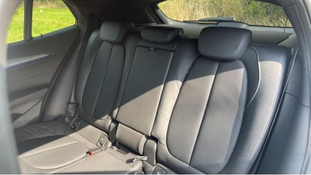 2021 BMW XDrive25e M Sport (White) - Image: 12