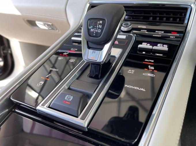 2021 Porsche V6 4 PDK 4WD 4-door (Black) - Image: 12