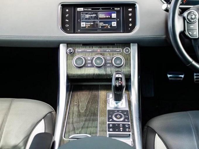 2016 Land Rover SD V6 Autobiography Dynamic 5-door (Grey) - Image: 11