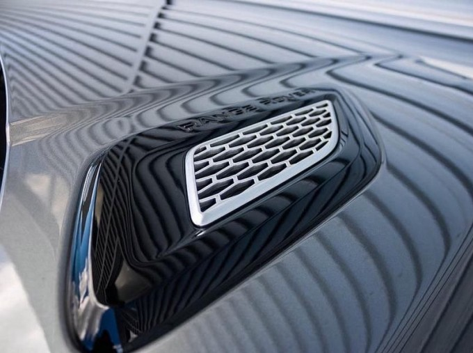 2016 Land Rover SD V6 Autobiography Dynamic 5-door (Grey) - Image: 17