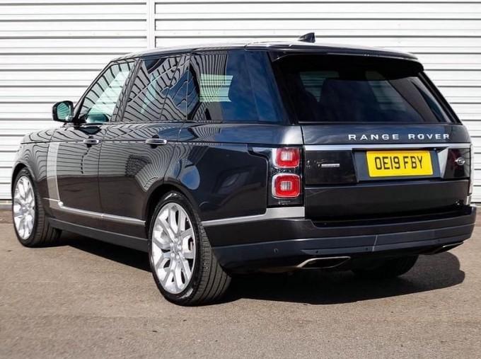 2019 Land Rover SD V8 Autobiography Auto 4WD 5-door (Grey) - Image: 2