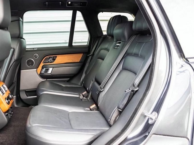 2019 Land Rover SD V8 Autobiography Auto 4WD 5-door (Grey) - Image: 4