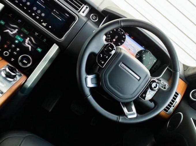 2019 Land Rover SD V8 Autobiography Auto 4WD 5-door (Grey) - Image: 10