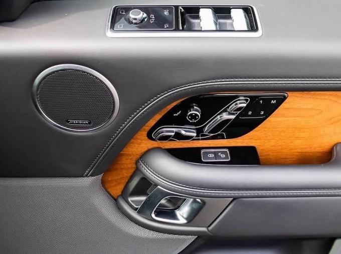 2019 Land Rover SD V8 Autobiography Auto 4WD 5-door (Grey) - Image: 16