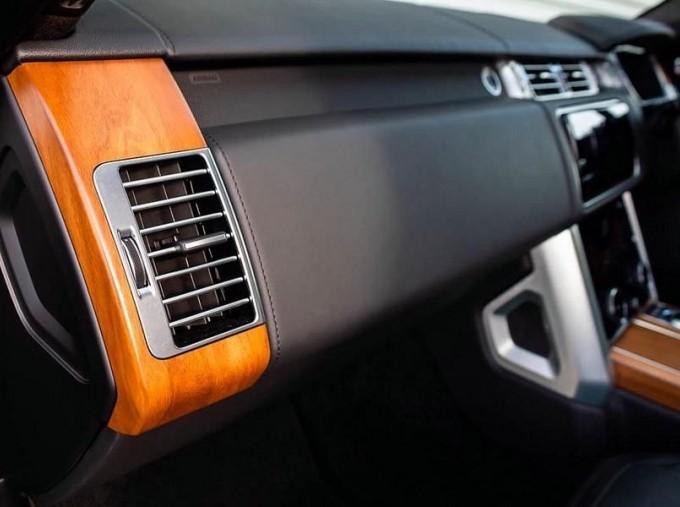 2019 Land Rover SD V8 Autobiography Auto 4WD 5-door (Grey) - Image: 17