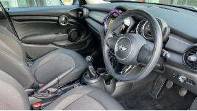 2017 MINI 5-door One D (Grey) - Image: 6