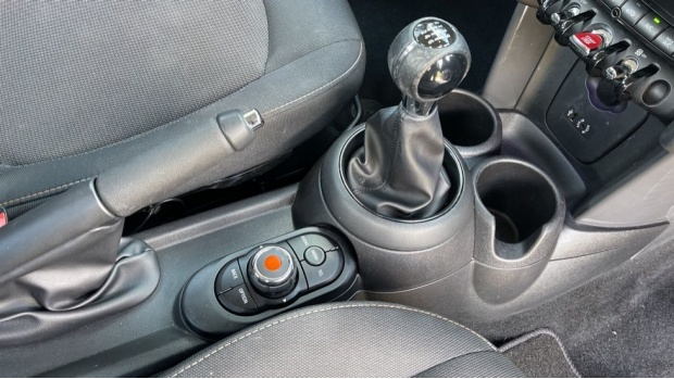 2017 MINI 5-door One D (Grey) - Image: 10