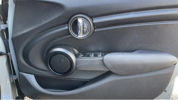 2017 MINI 5-door One D (Grey) - Image: 20