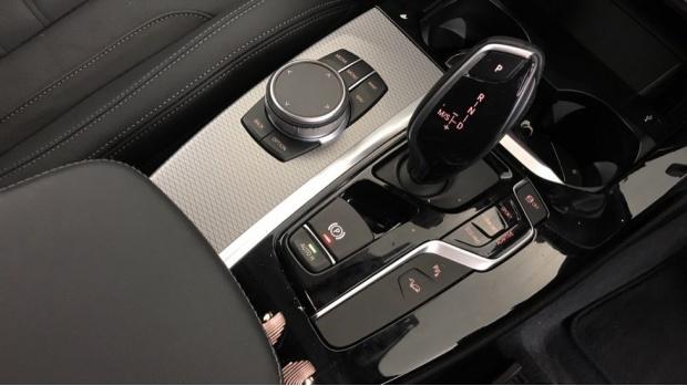 2020 BMW XDrive20i M Sport (Silver) - Image: 10