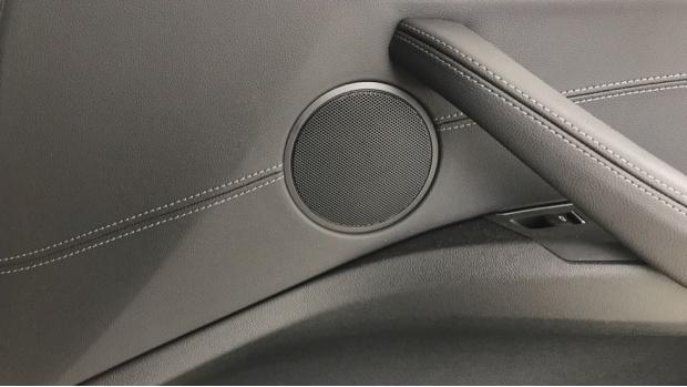 2020 BMW XDrive20i M Sport (Silver) - Image: 20