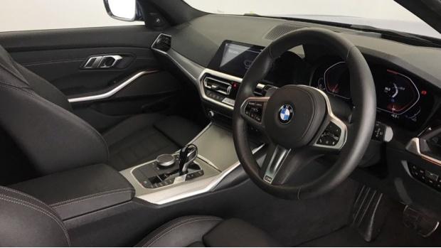 2020 BMW 320i M Sport Touring (Blue) - Image: 6